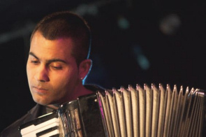 Stanislav Jusufovic met accordeon